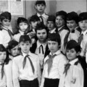Школа №9, 3-й класс, 1979-1980 учебный год. Изображены: сверху - Медведев, в верхнем ряду с лева на право - Варыгин С., Замолеев Э., Колодько В., Пронин С., Лукашенко С., Быков А., Мокрицкий С., Помазной С., Григоренко В., в нижнем ряду - Евусяк И., Гнатю